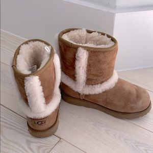 Ugg Girls Hadley II Short Boots Chestnut 1 M
